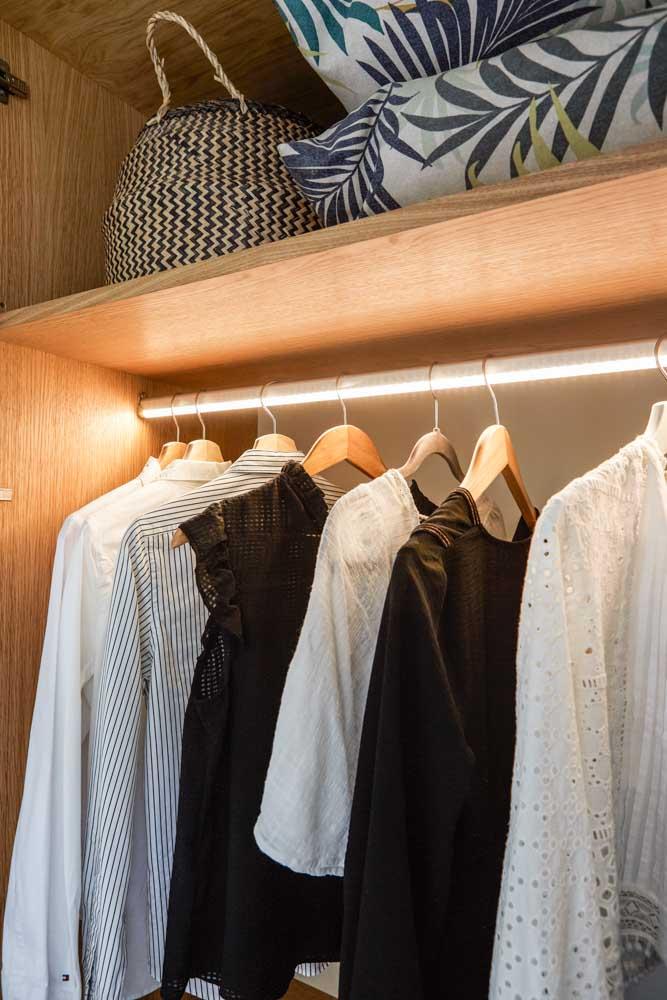 Panel shaker wardrobe